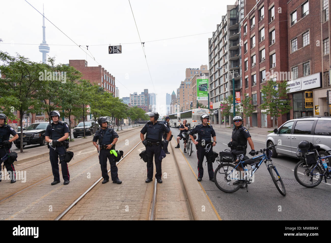 Un blocus le long de la police pendant le sommet du G20 au centre-ville de Toronto, Ontario, Canada. Photo Stock