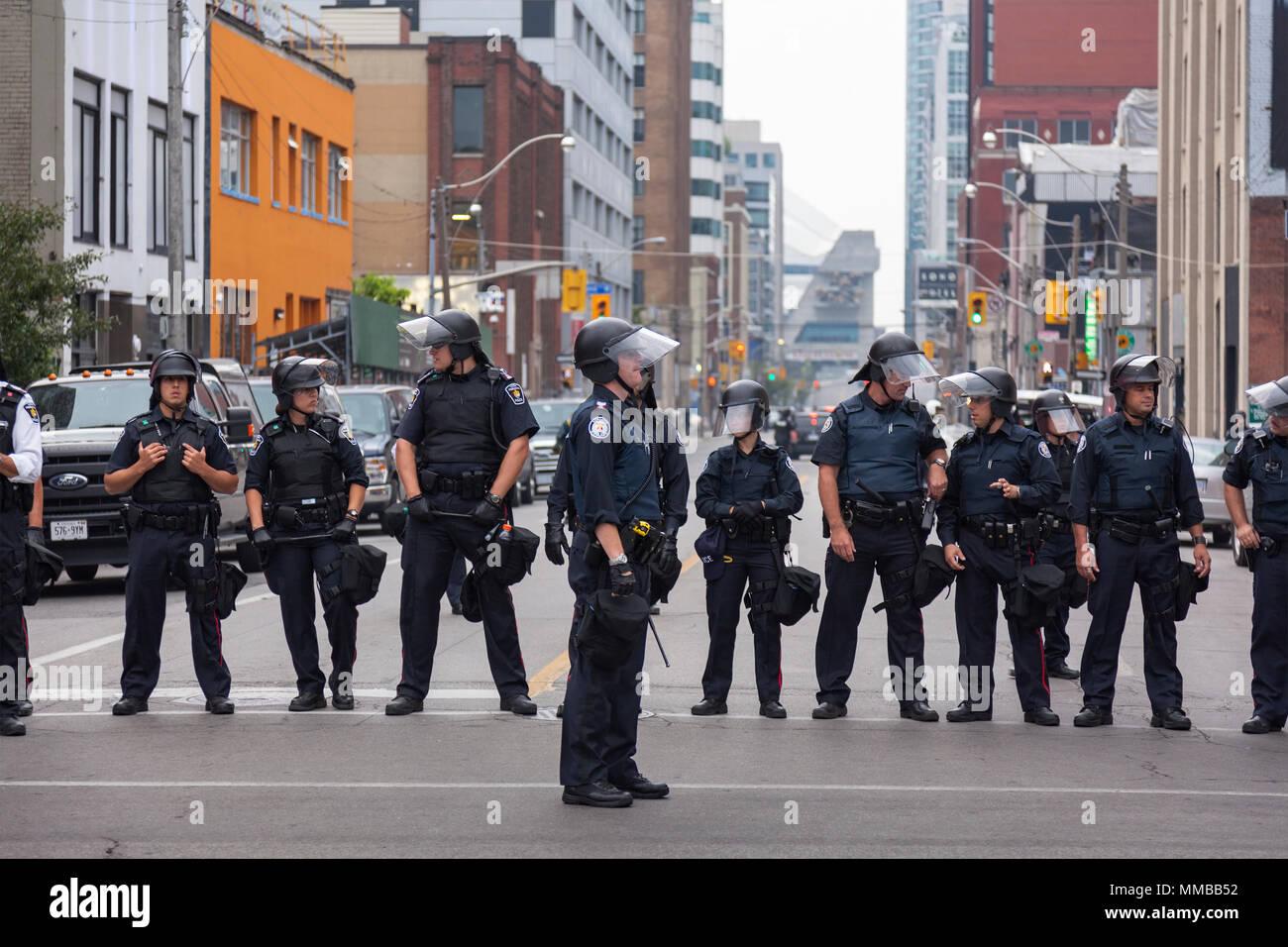 La police anti-émeute a créer une barricade pendant le sommet du G20 au centre-ville de Toronto, Ontario, Canada. Photo Stock