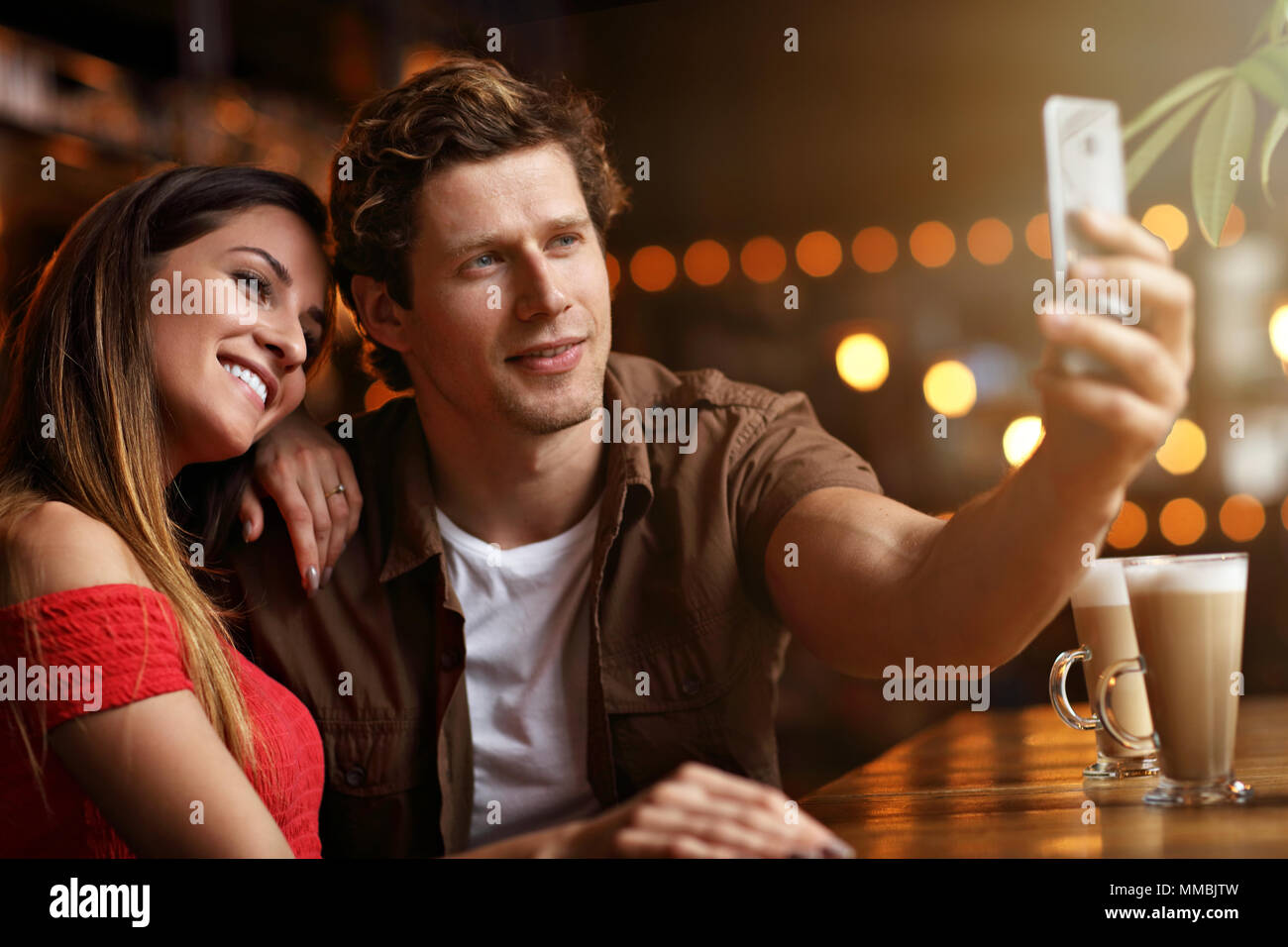 Cute couple sur une date au café Photo Stock