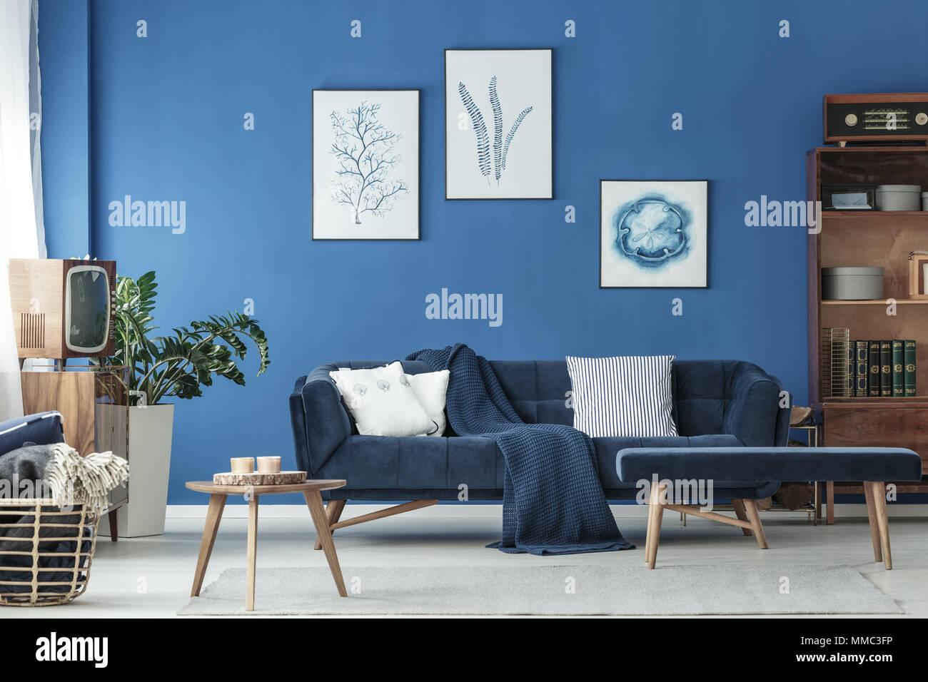 Bleu à l\'ancienne en bois et décoration salon avec canapé de ...