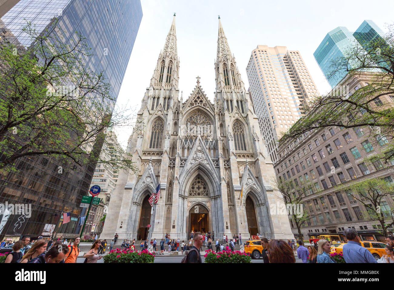 La Cathédrale St Patrick, New York, vu de la Cinquième Avenue, New York City, USA Banque D'Images