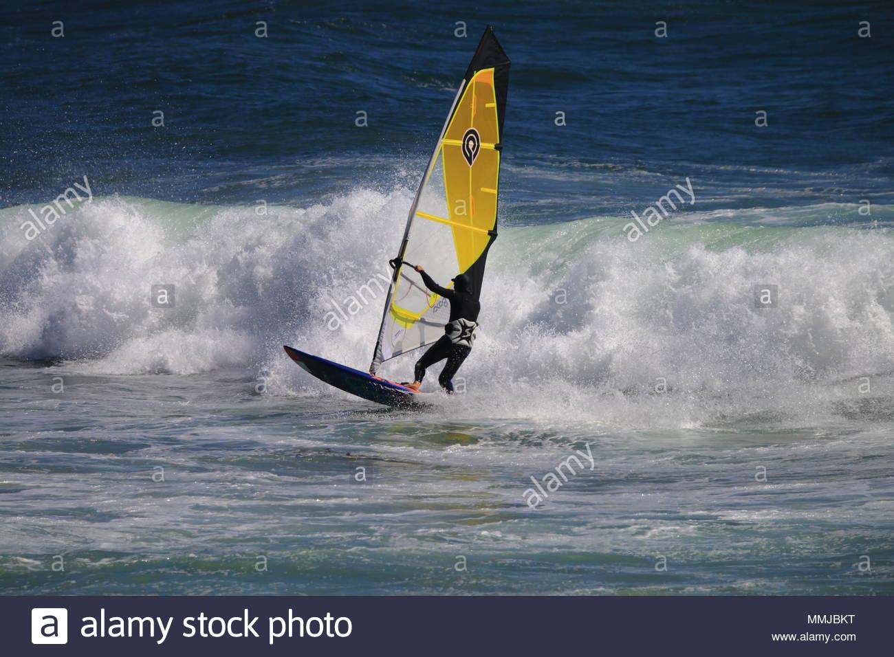 La planche à voile à la plage de Malibu CA USA Photo Stock