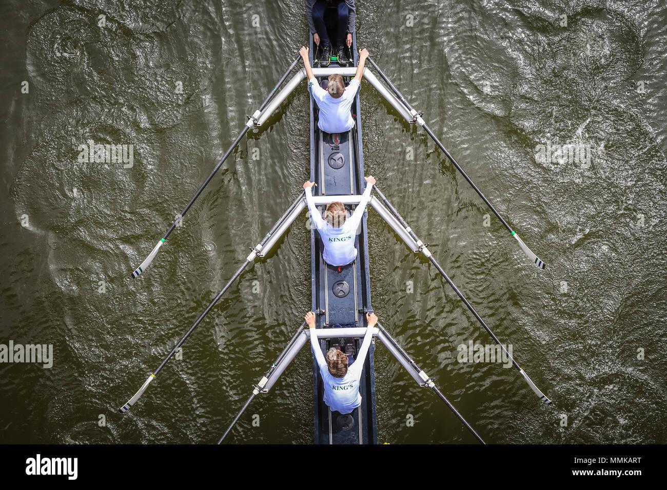Frais généraux ou birdseye view of bateau à rames, rivière Severn Shrewsbury UK Banque D'Images