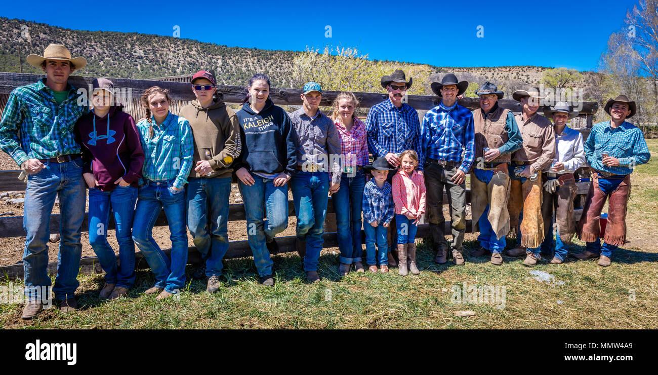 Cowboys cowgirls datant Cute Dating Song lyrics