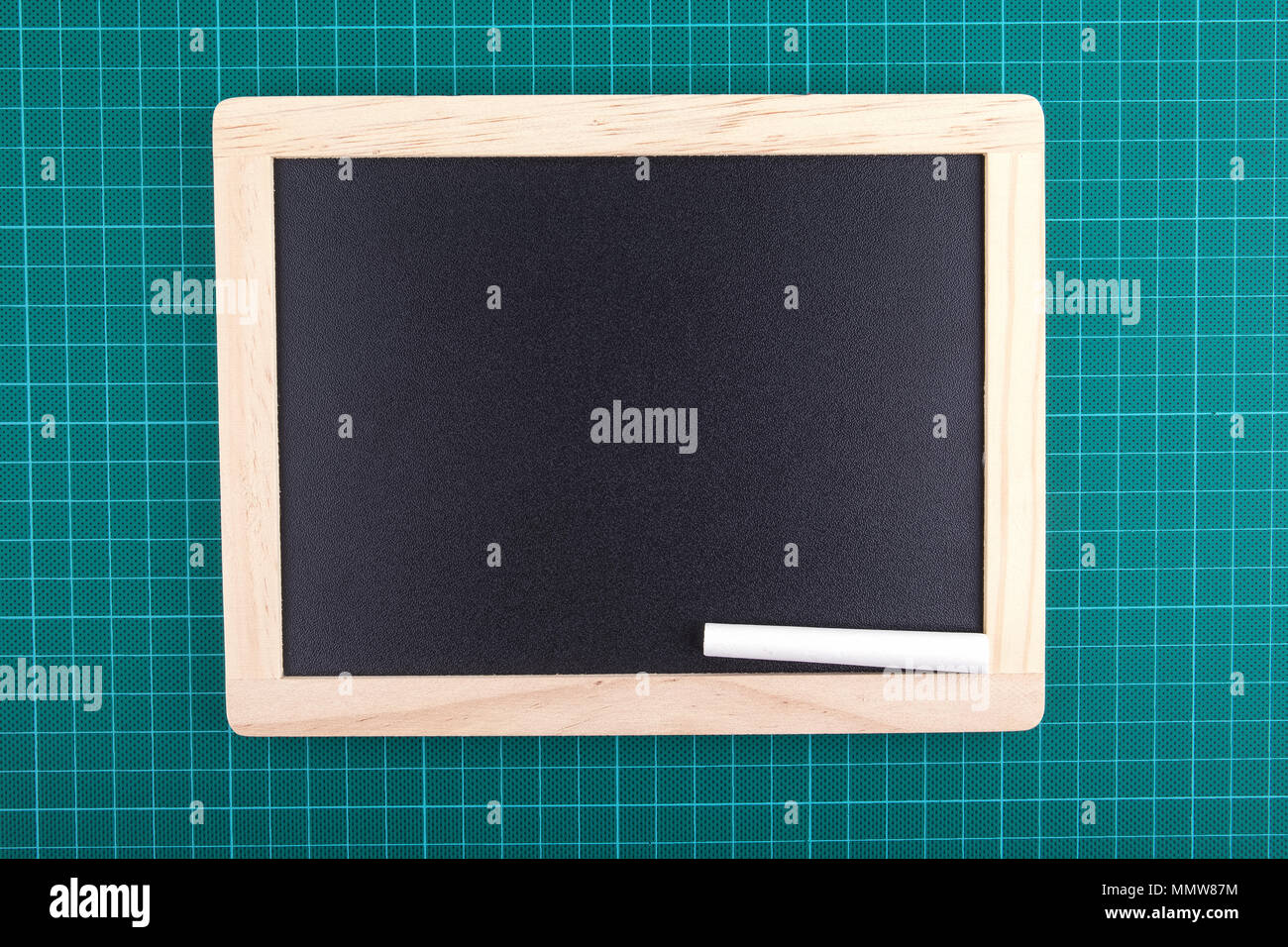 Tableau noir et craie sur vert backgrond vérifié Photo Stock