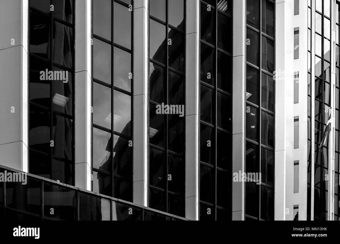 Vue de bas en haut de l'immeuble de bureaux modernes à Wellington, Nouvelle-Zélande Banque D'Images