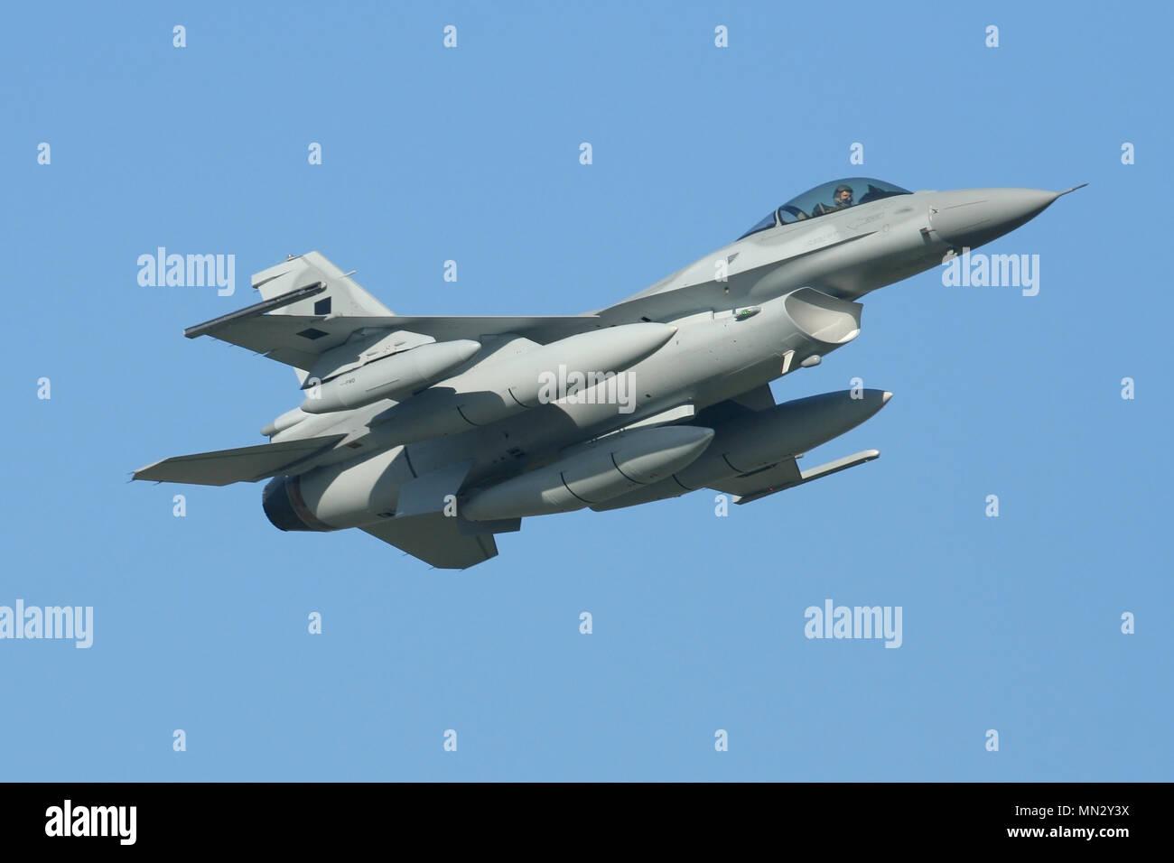Nouveau Lockheed Martin F-16C'est à la livraison à l'Armée de l'Air polonaise au départ de RAF Mildenhall pendant leur vol de livraison. Banque D'Images