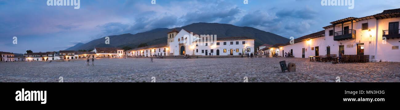 Plaza Mayor au crépuscule, Villa de Leyva, Boyacá, Colombie Banque D'Images