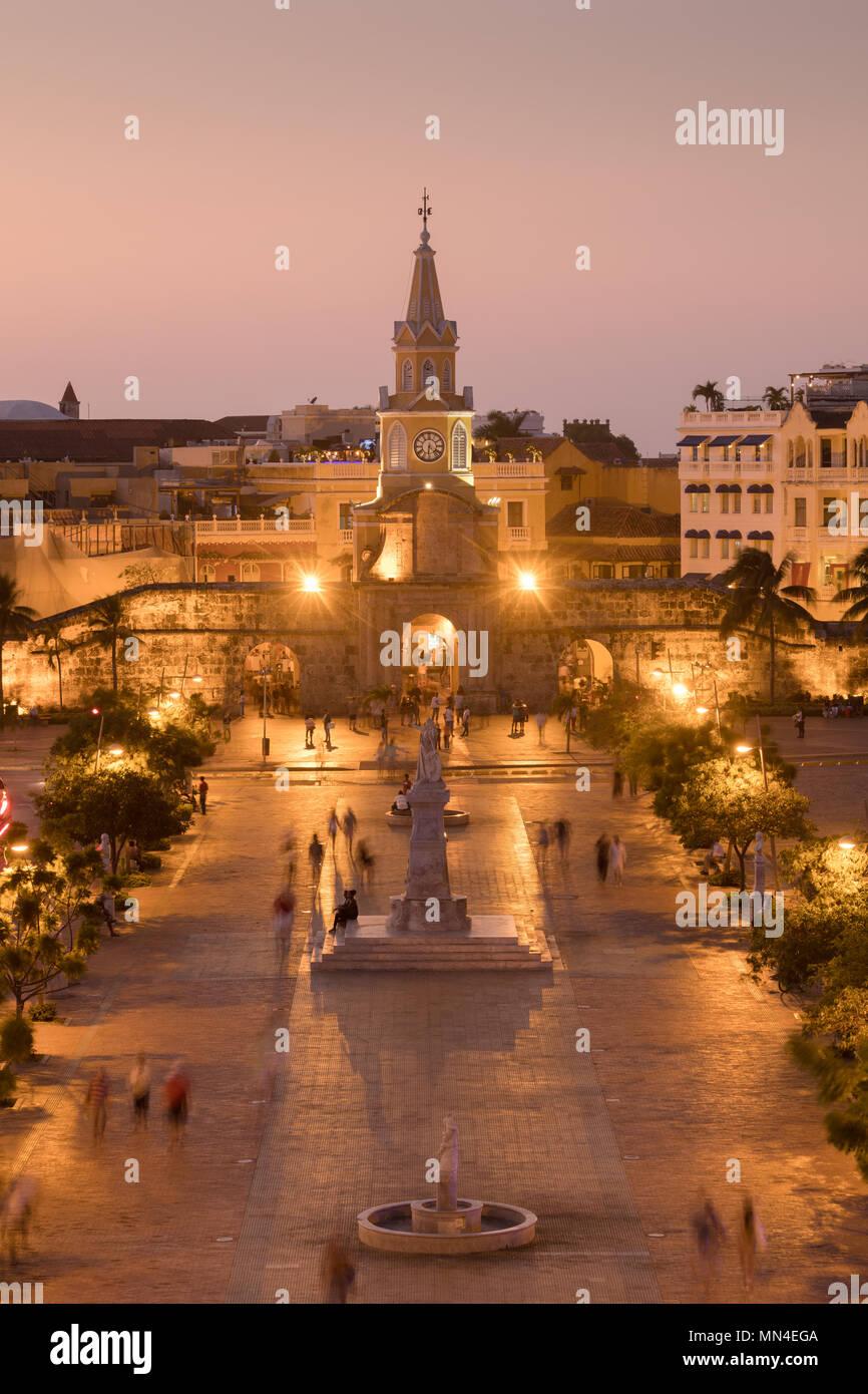 Plaza de la Paz et de la vieille ville au crépuscule, Carthagène, Colombie Banque D'Images