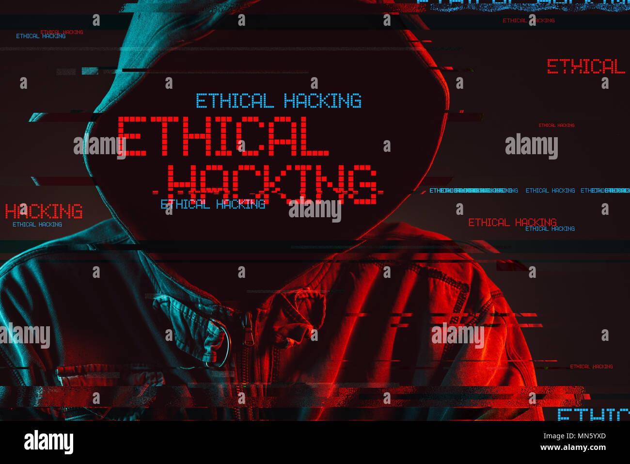 Piratage Éthique concept avec capuche Homme sans visage, les rouge et bleu allumé image et effet glitch numérique Photo Stock