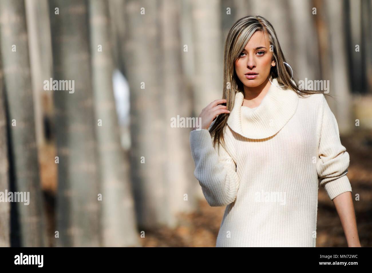 Robe beige habillee