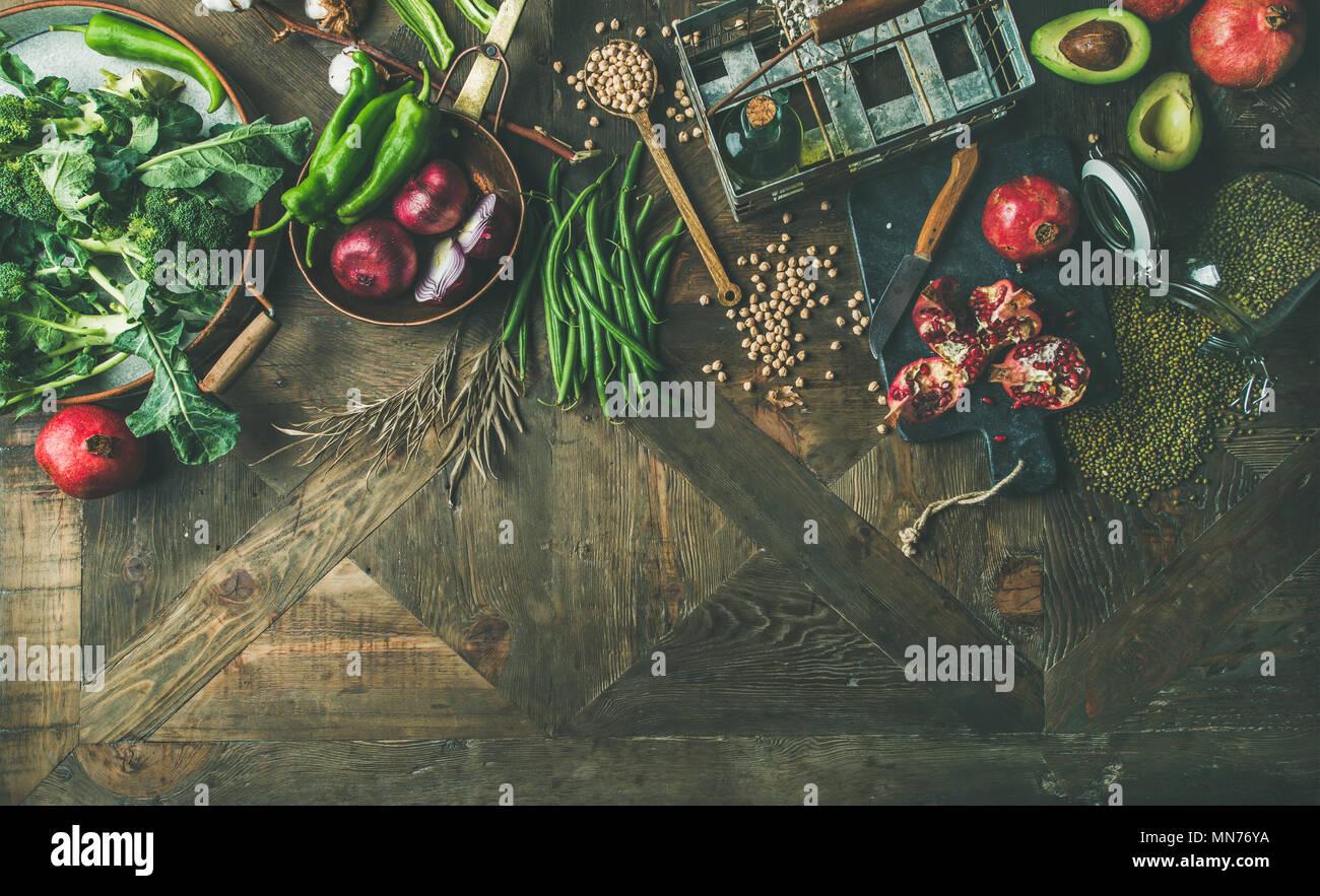 L'hiver l'alimentation végétarienne ou végétalienne ingrédients de cuisson, copy space Photo Stock