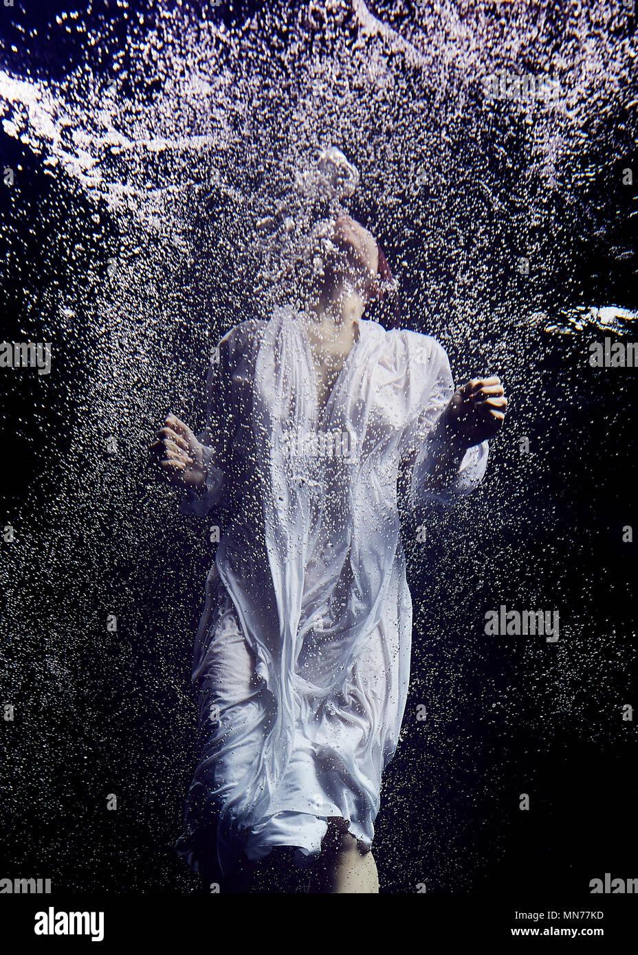 Immergé dans un océan de dépression Photo Stock