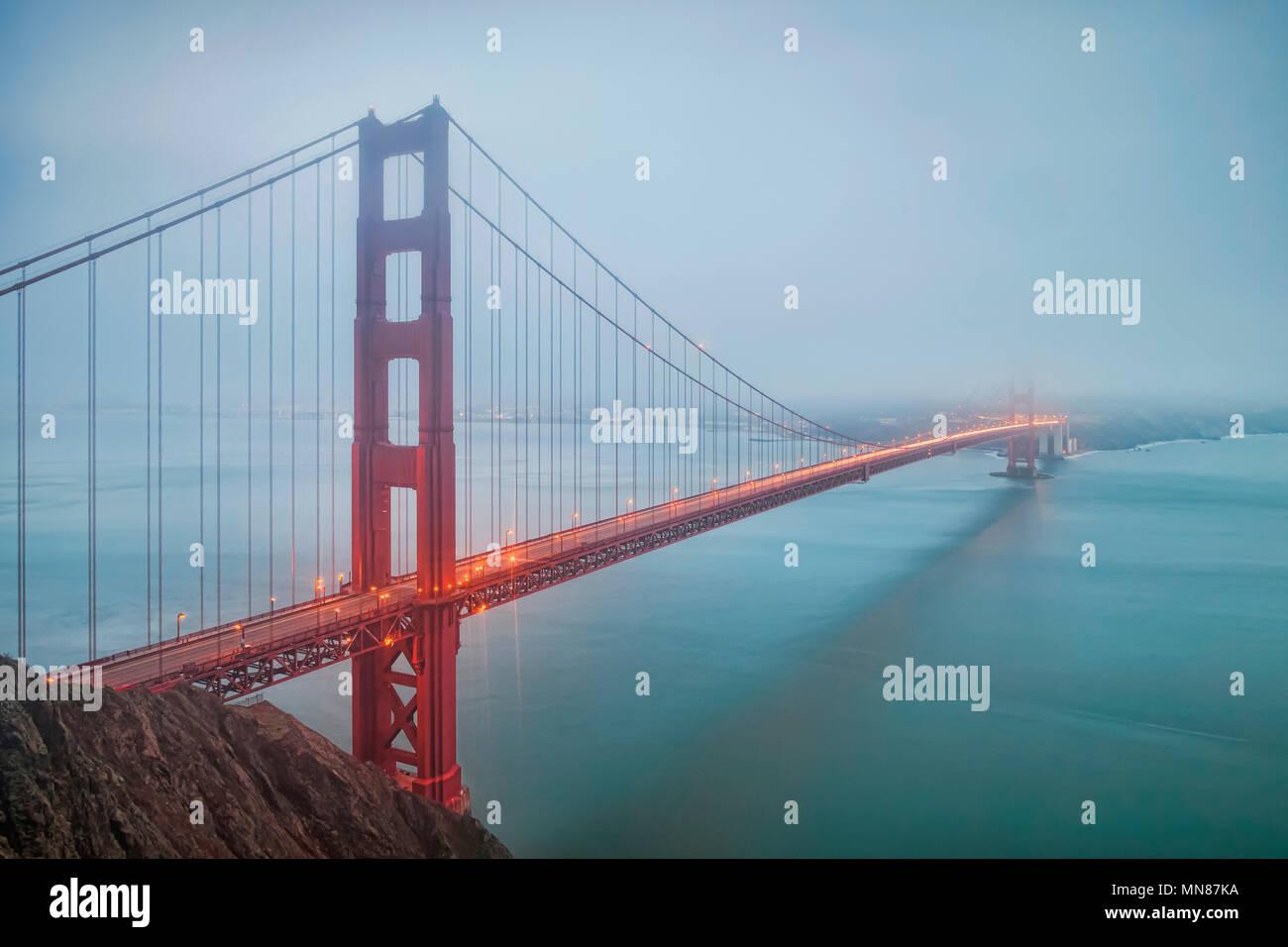 Un matin brumeux au Golden Gate Bridge, San Francisco, USA. Photo Stock