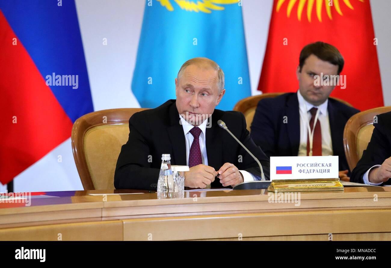 Le président russe Vladimir Poutine au cours de la réunion élargie de la Cour suprême au sommet du Conseil économique eurasienne 14 Mai, 2018 à Sotchi, Russie. Présidence russe Planetpix (via) Photo Stock