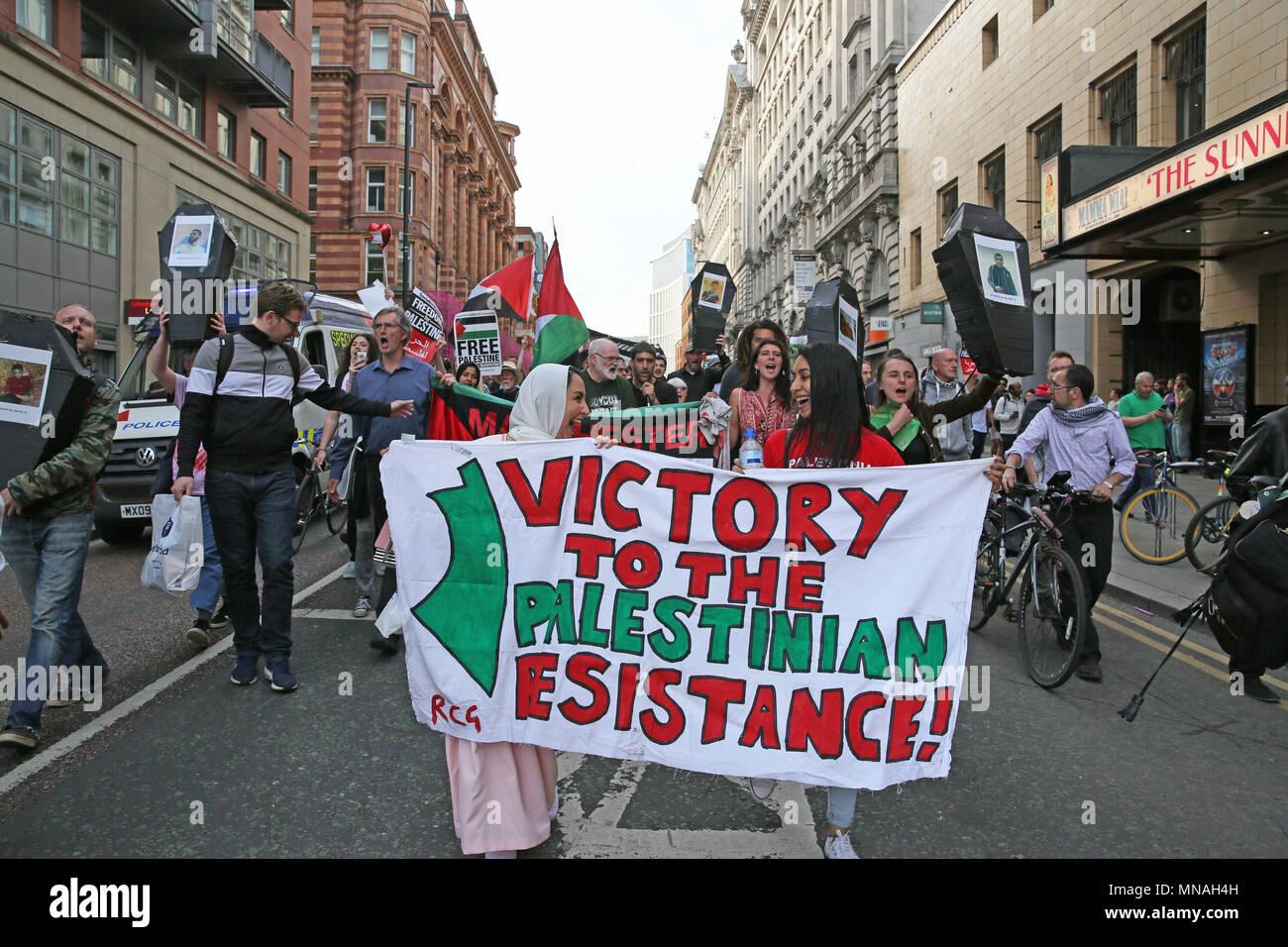 Manchester, UK. Le 15 mai 2018. Une marche de protestation et s'asseoir à l'extérieur de l'université en solidarité avec Gaza et appelant à l'Université de Manchester à boycotter, désinvestir et sanctionner Israël, Oxford Road, Manchester, le 15 mai, 2018 (C)Barbara Cook/Alamy Live News Photo Stock
