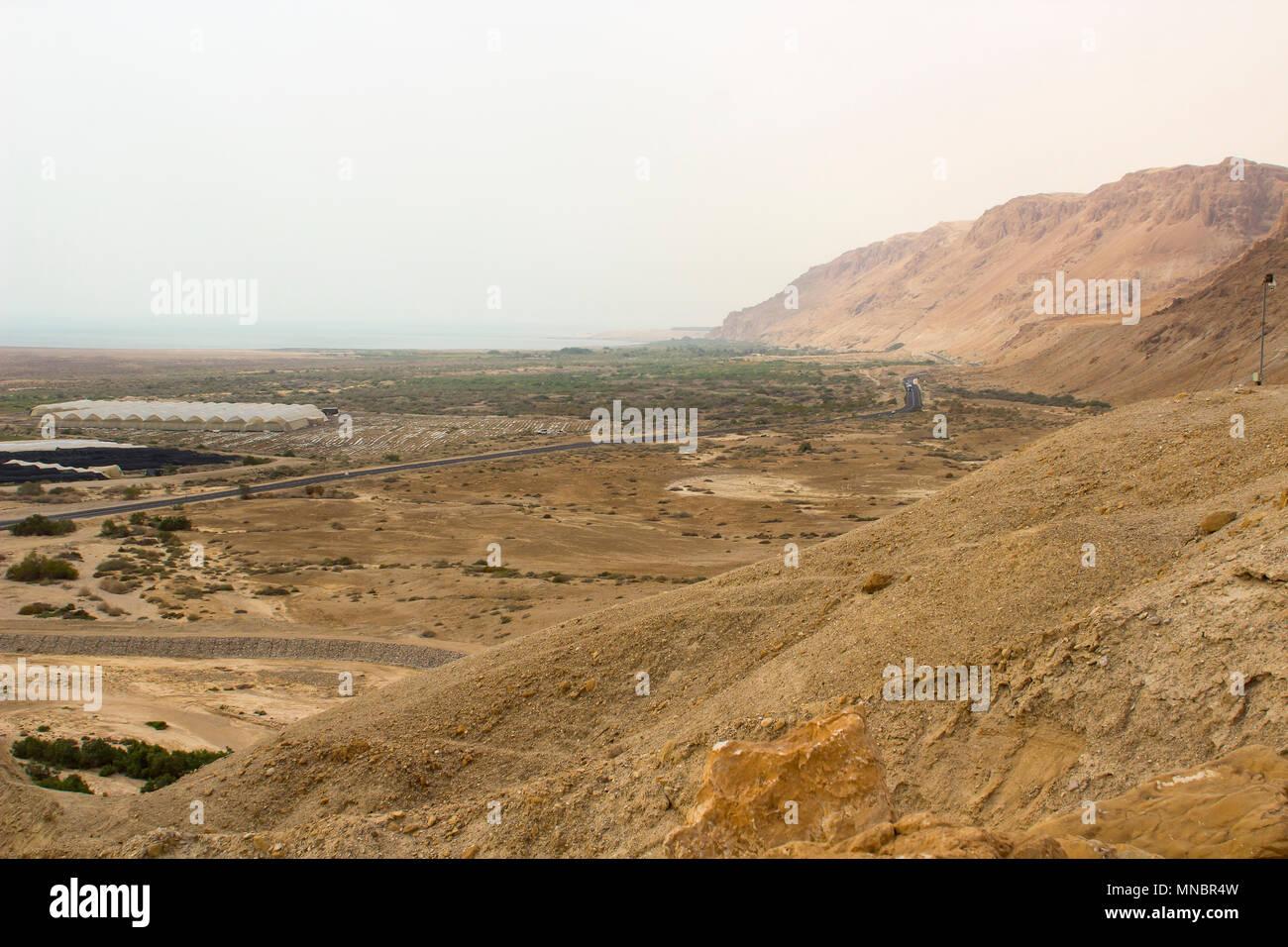 L'aride désert montagneux à Qumrân Le site archéologique historique de la mer Morte en Israël Photo Stock