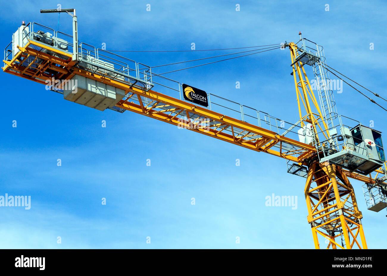 Services de grue à tour Falcon, la construction d'une grue, chantier, Hunstanton, Norfolk, Royaume-Uni, Angleterre, détail, bâtiment, industrie Photo Stock