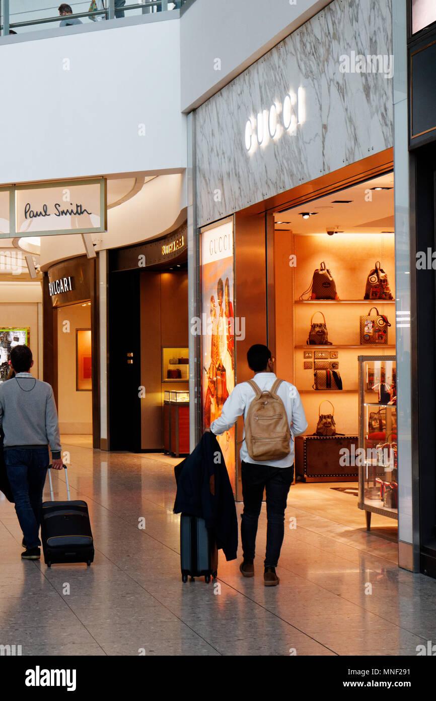D une boutique Gucci à Londres Heathrow Airport Terminal 2 Banque D ... ed85e680b66