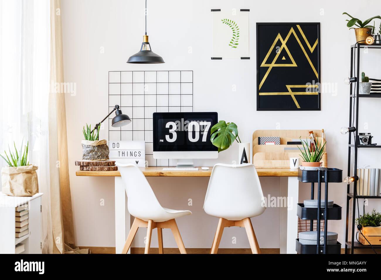 Or noir et blanc suspendu au dessus de l affiche de la géométrique