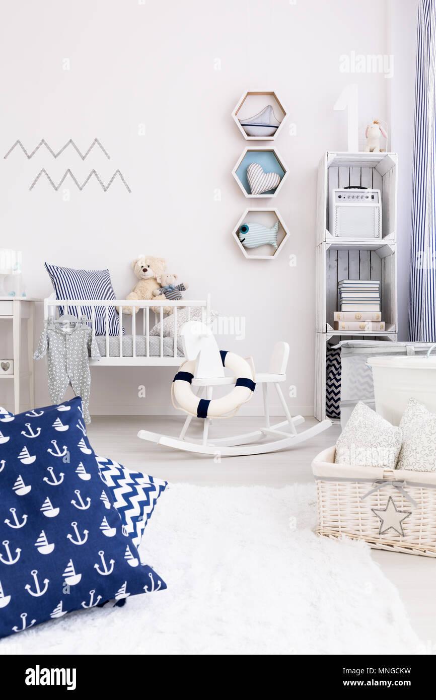 New Design Luminaire Chambre De Bebe Avec Des Meubles Blancs Et Des