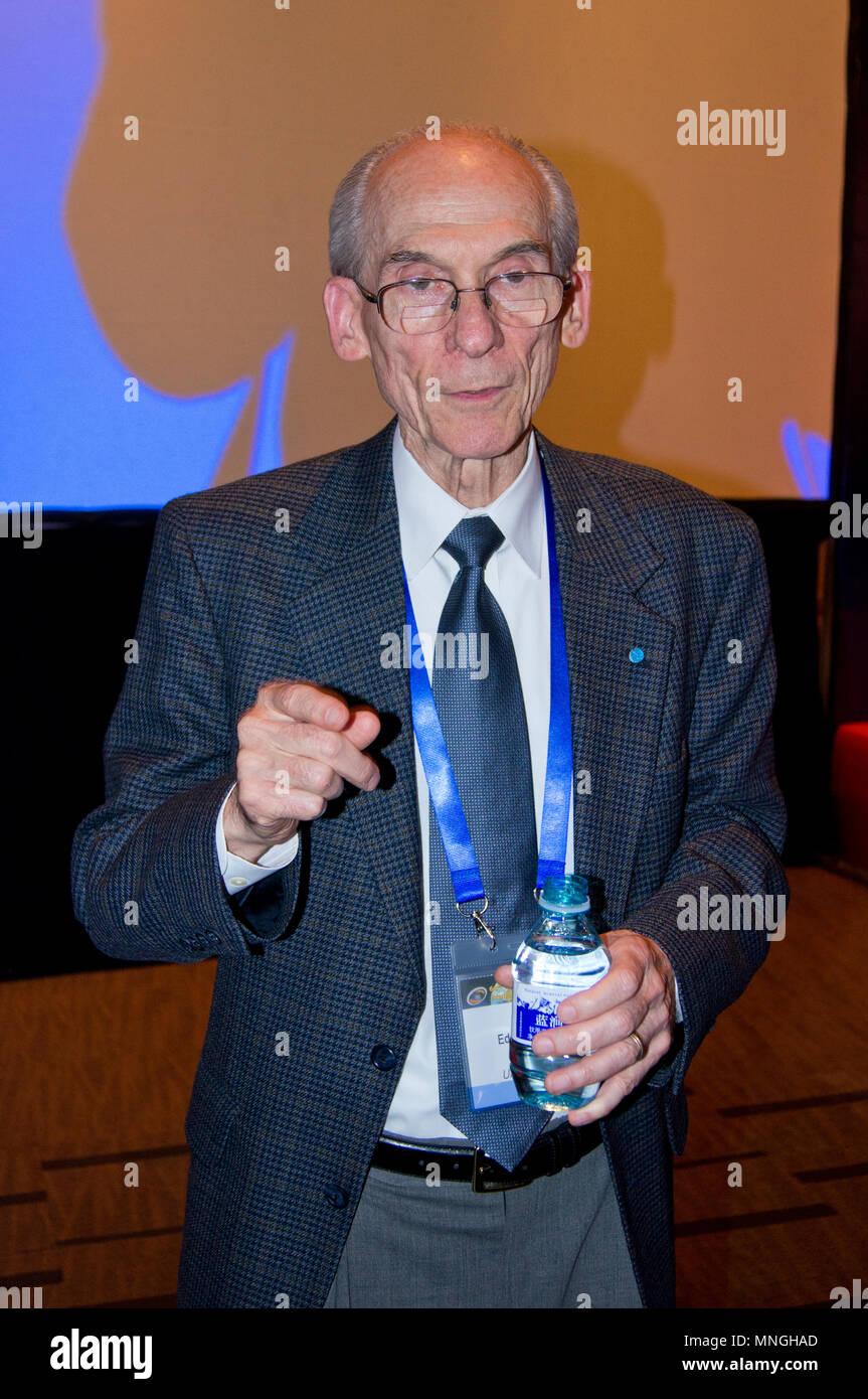 Le scientifique américain et ancien directeur du JPL Edward C. Stone s'exprimant lors de la 64ème CCE à Beijing, Chine. Banque D'Images