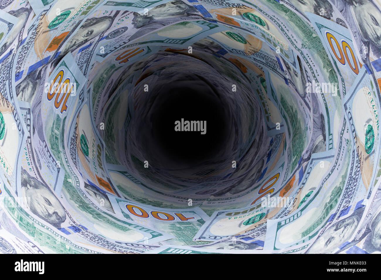 Cent Billets d'un dollar en baisse d'un tuyau de vidange dans l'obscurité. Photo Stock