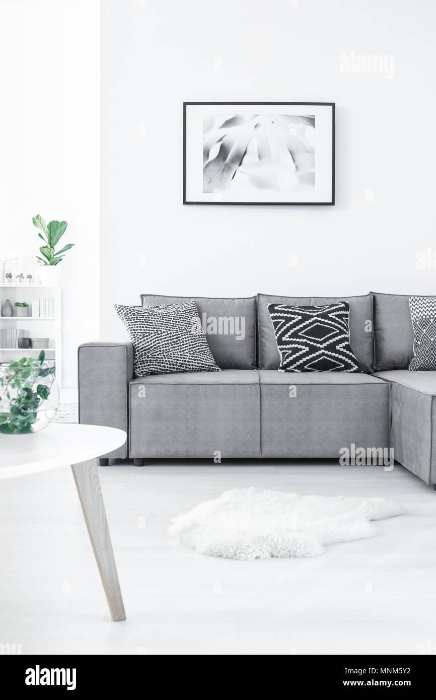 Tapis Et Canapé D Angle canapé d'angle confortable avec des oreillers, des tapis de