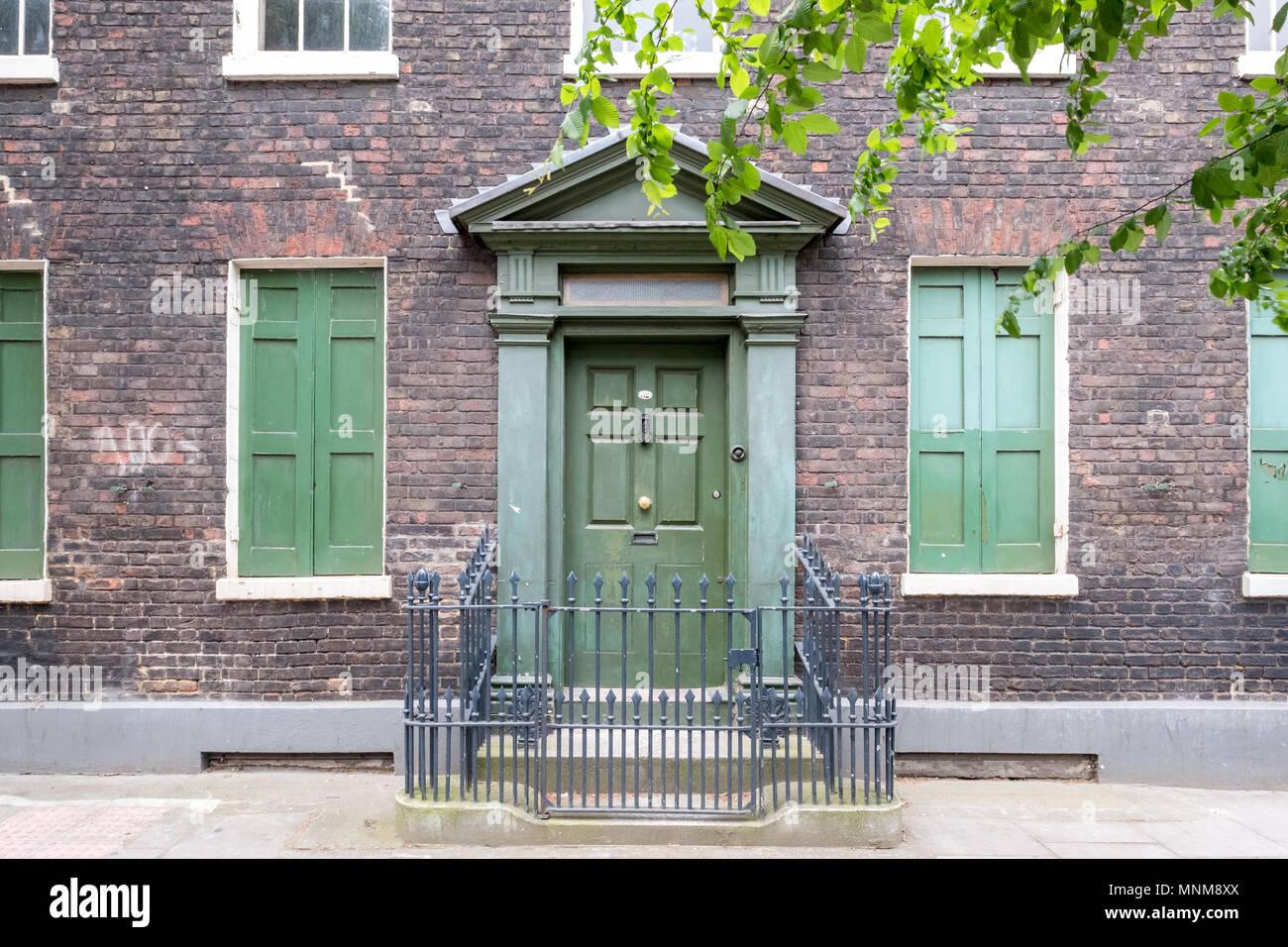 Couleur Façade Maison Ancienne brick house old facade detail shutters photos & brick house