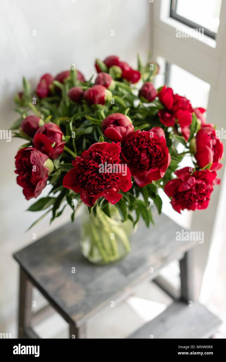 de jolies fleurs dans vase en verre magnifique bouquet de. Black Bedroom Furniture Sets. Home Design Ideas