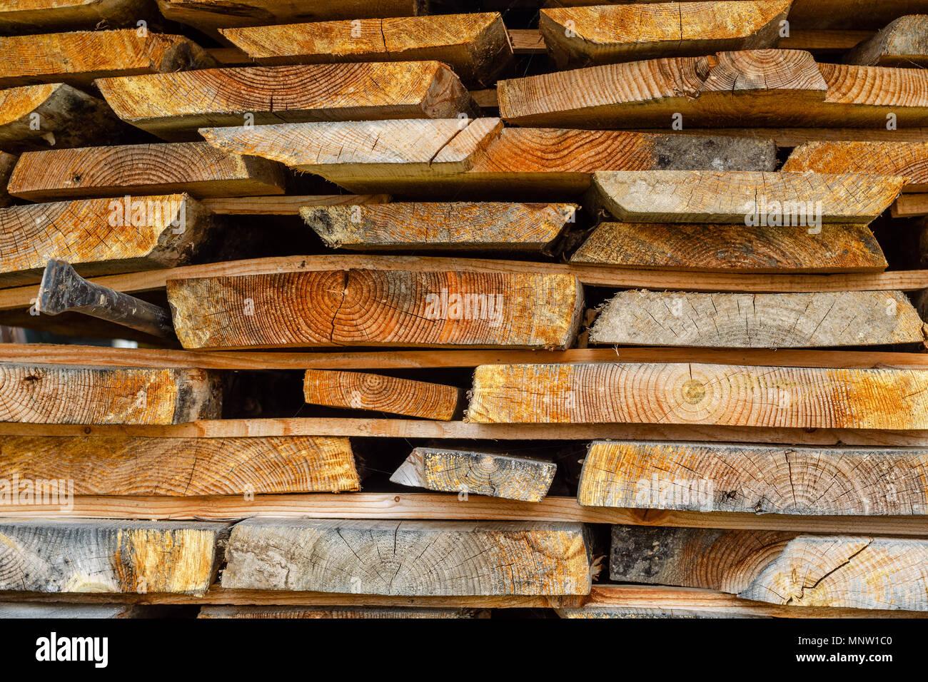 pile de bois empil s les planches de bois s ch avec un. Black Bedroom Furniture Sets. Home Design Ideas