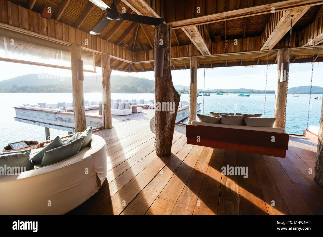 L'intérieur du lagon tropical bar dans un complexe de luxe Banque D'Images
