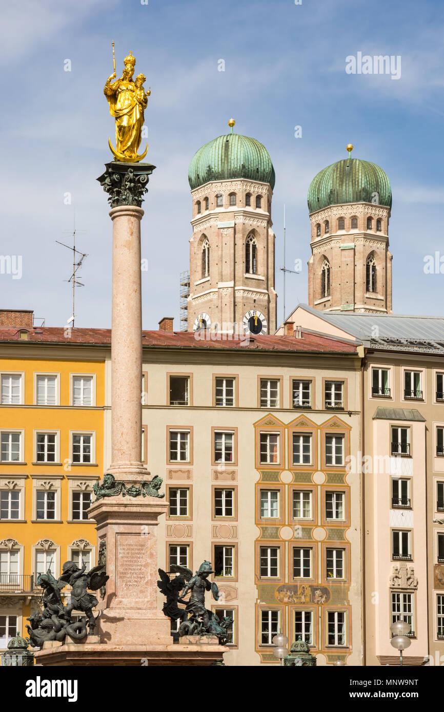 Colonne mariale et la cathédrale Frauenkirche de Munich Photo Stock