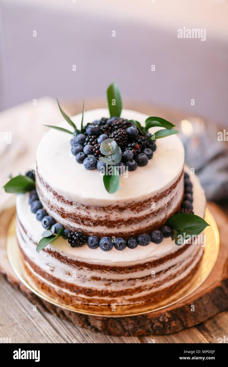 Gâteau Danniversaire Ou De Mariage Avec Des Baies Tarte Sucrée Sur