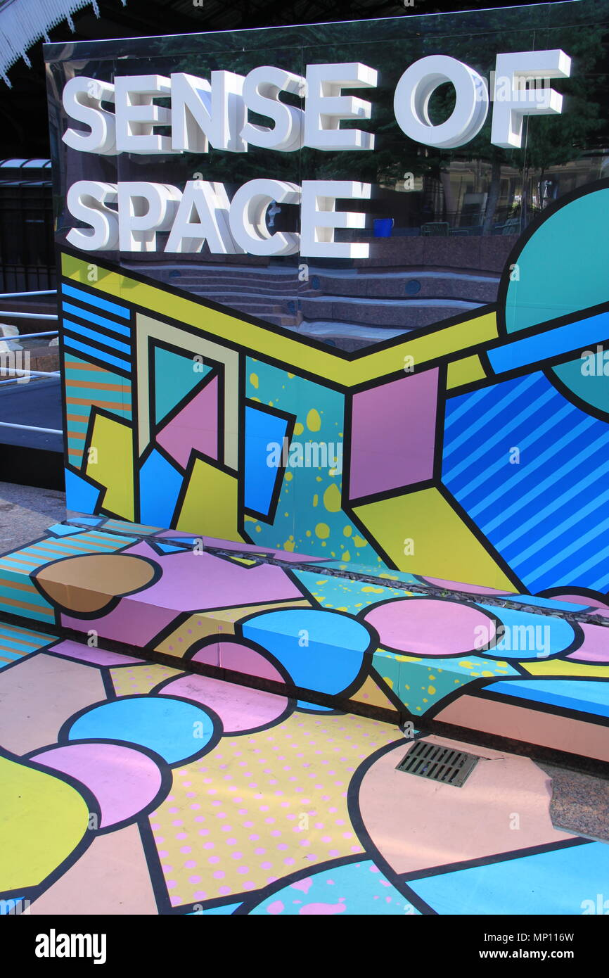 Sens de l'espace: Free art installation défi les perceptions sensorielles dans Exchange Square, Broadgate, Londres, Angleterre, Royaume-Uni, PETER GRANT Photo Stock