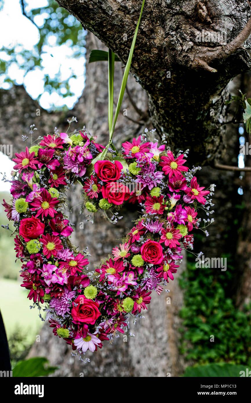 Love Heart composition mélange fleurs de jardin décoration mariage ...