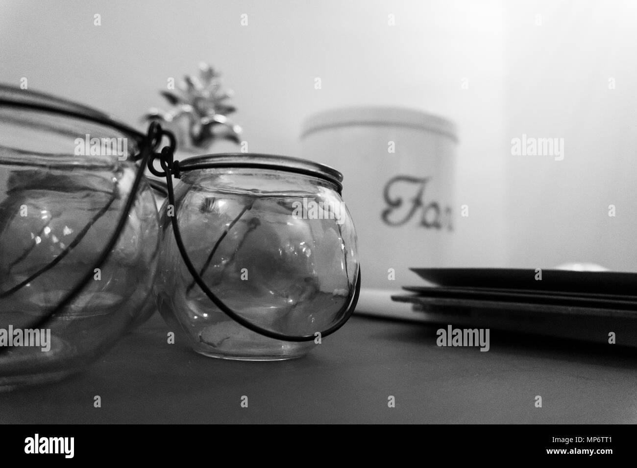 Contenant en verre avec crochet en métal Banque D'Images