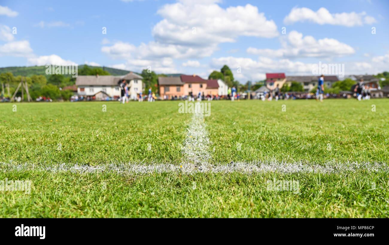 Terrain de football avec l'accent sur la ligne de touche, l'arrière-plan avec copie espace pour texte, bannière format 16x9 Photo Stock