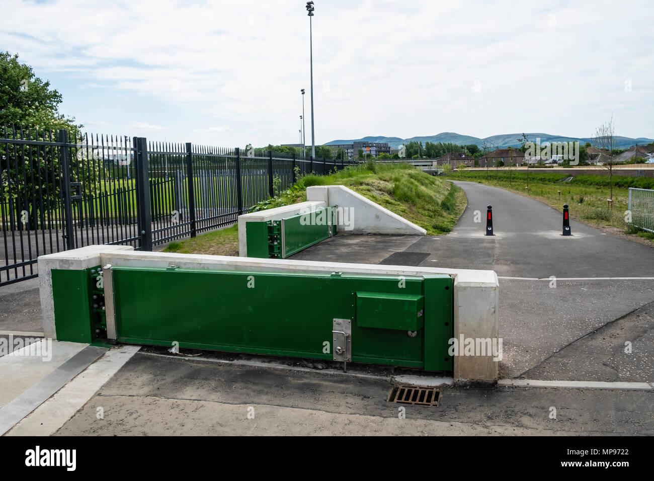 Nouveau système de prévention des inondations à côté eau de Leith à Murrayfield à Édimbourg, Écosse, Royaume-Uni, UK Photo Stock