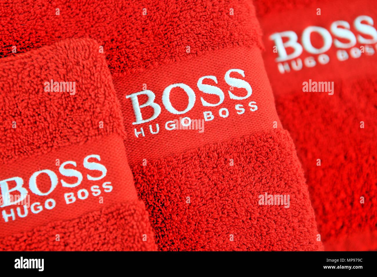 Hugo Boss cousu Logo sur les serviettes rouge Photo Stock a19451f424e2