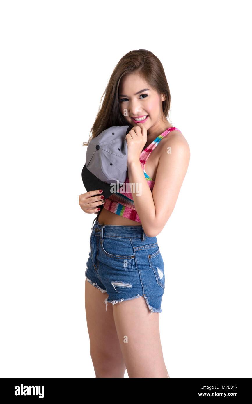 17f84bc9d98538 Jolie fille porter un jean bleu short et gilet coloré avec cap ...