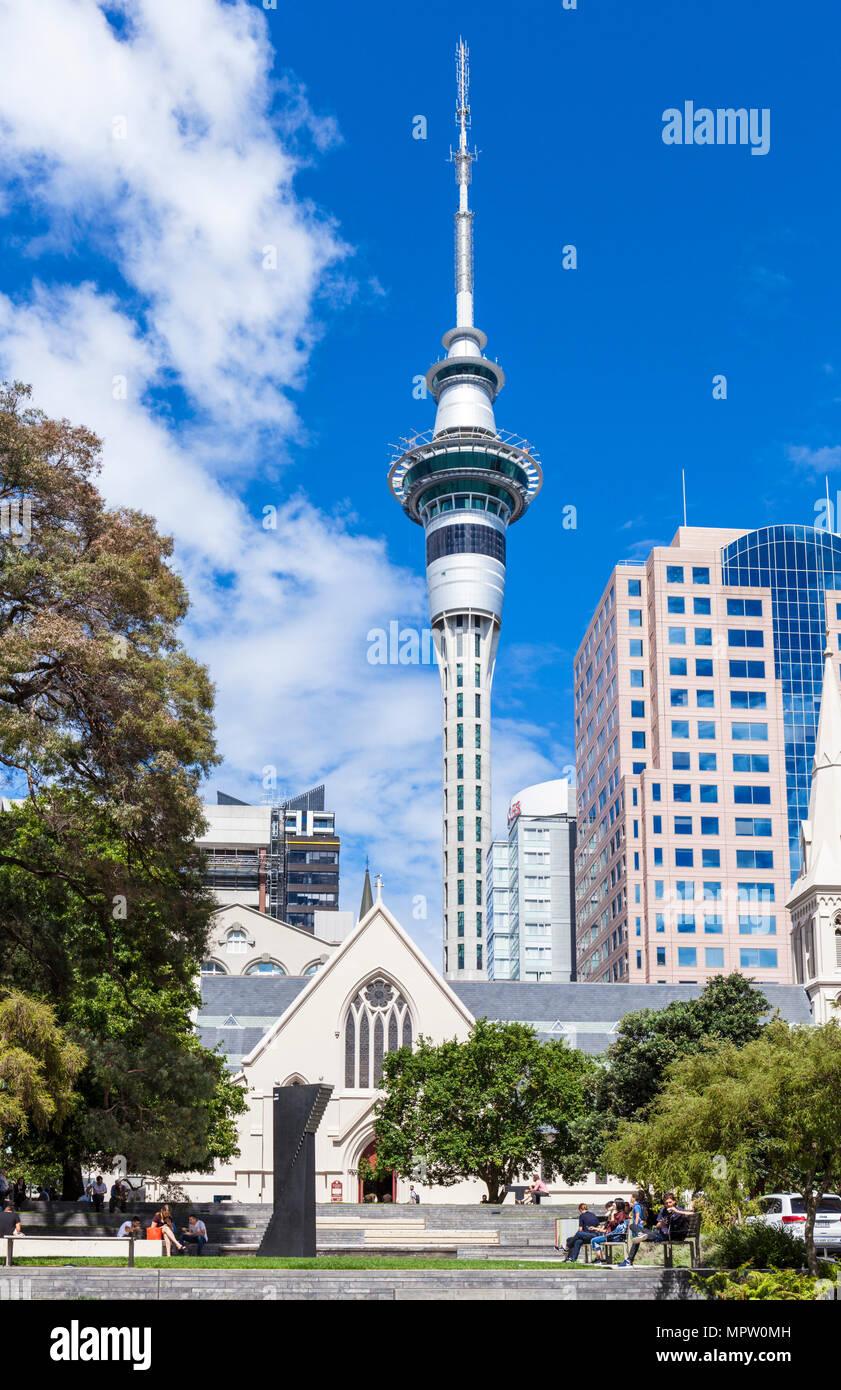 New Zealand Auckland Nouvelle zélande île du nord Auckland Sky Tower et la Cathédrale St Patrick et St Joseph Auckland Nouvelle-Zélande NZ Banque D'Images
