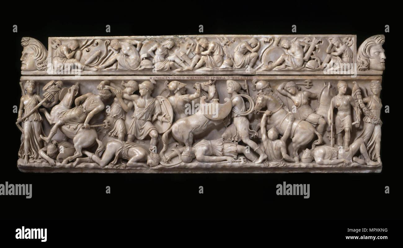 Sarcophage avec des scènes de bataille entre les Grecs et les Amazones, 2ème cen. AD. Photo Stock