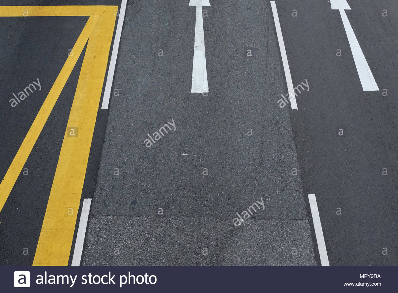 High angle view of road avec des marques Photo Stock