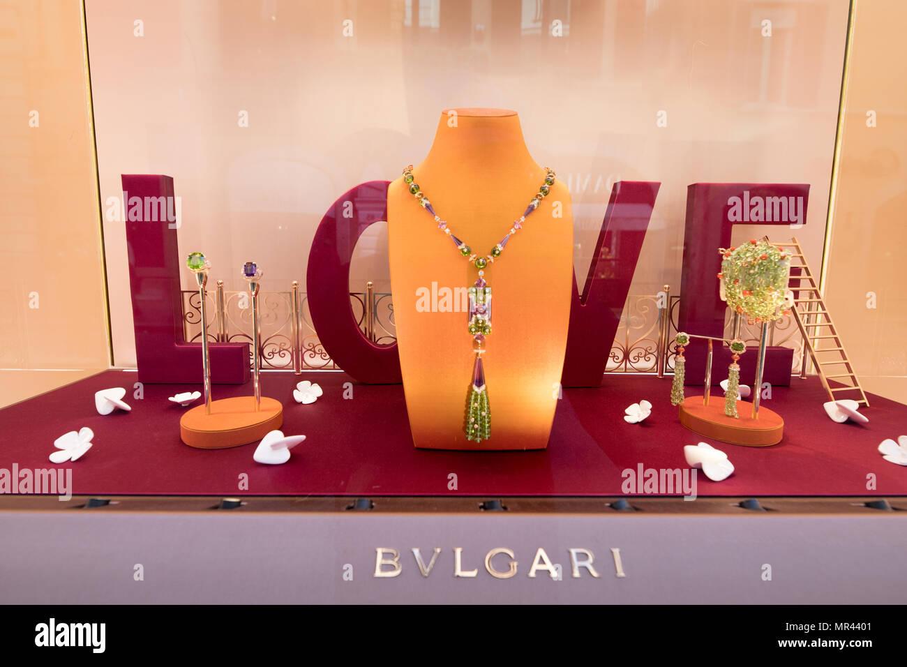4b6f36fc41c Boutique BULGARI via Condotti Rome Italie marque italienne de luxe. Photo  Stock