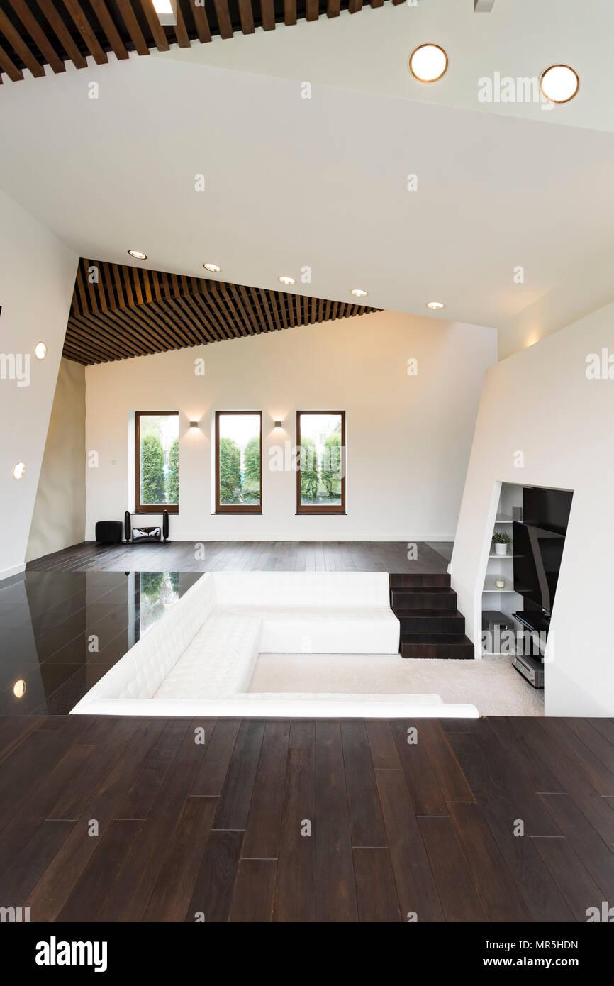 Escalier Dans Un Salon télévision luxueux salon avec escalier et grand canapé blanc