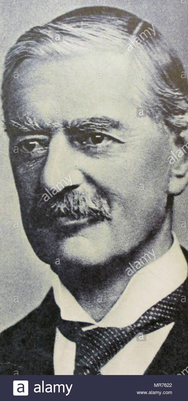 Arthur Neville Chamberlain, (1869 - 1940) Homme d'État britannique du parti conservateur qui a été Premier Ministre du Royaume-Uni de mai 1937 à mai 1940. Chamberlain est mieux connu pour son apaisement politique étrangère, et en particulier pour la signature des accords de Munich en 1938, reconnaissant la région des Sudètes de la Tchécoslovaquie à l'Allemagne Photo Stock