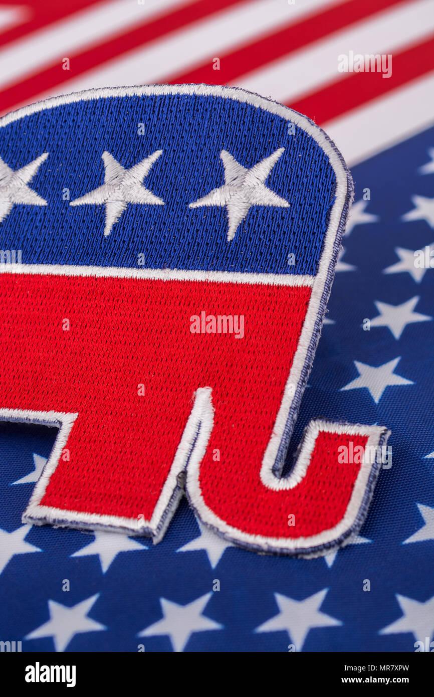 US GOP / Parti républicain patch avec le drapeau Stars and Stripes. Pour les élections de mi-mandat de 2022, les élections présidentielles de 2020, les primaires américaines, la politique américaine, la vague rouge. Banque D'Images