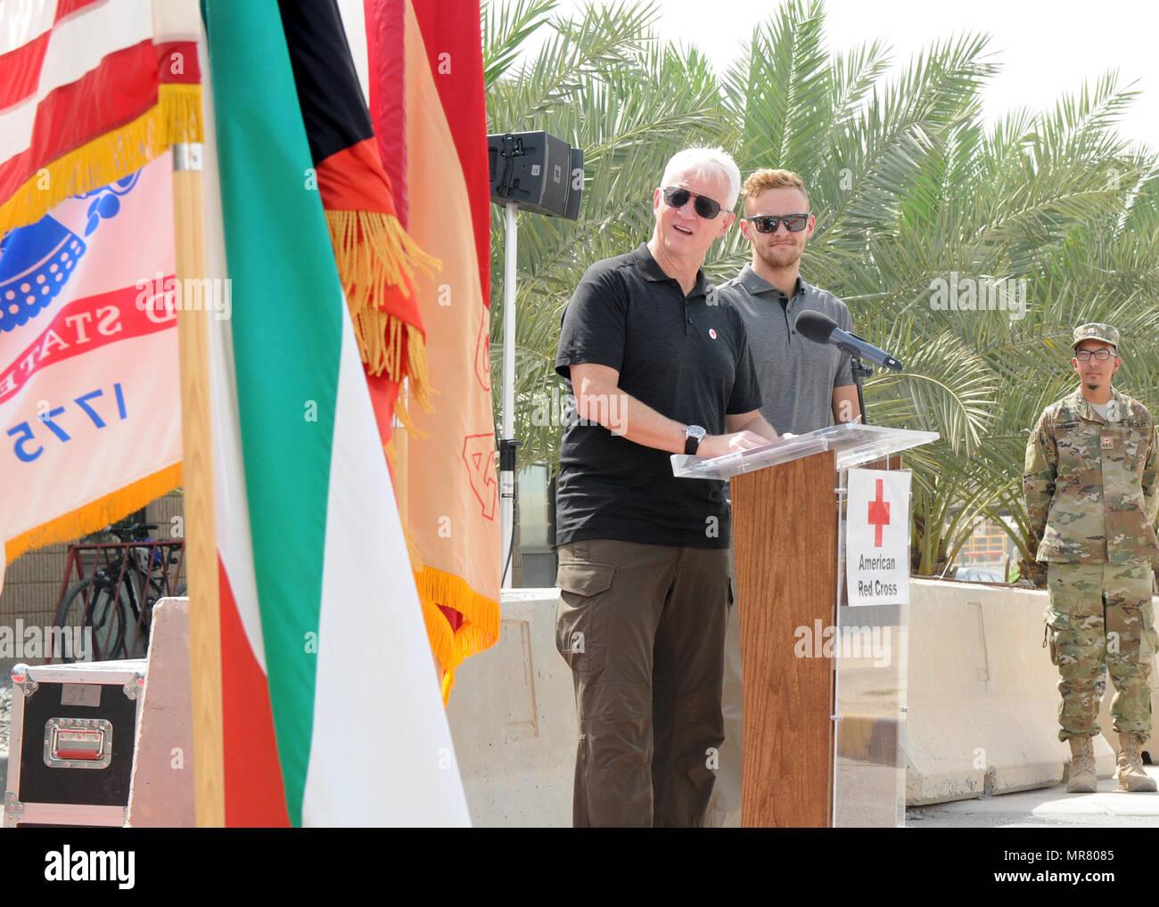 meilleure sélection c76eb 5ba14 CAMP ARIFJAN, au Koweït- (De gauche à droite) Michael Jordan ...