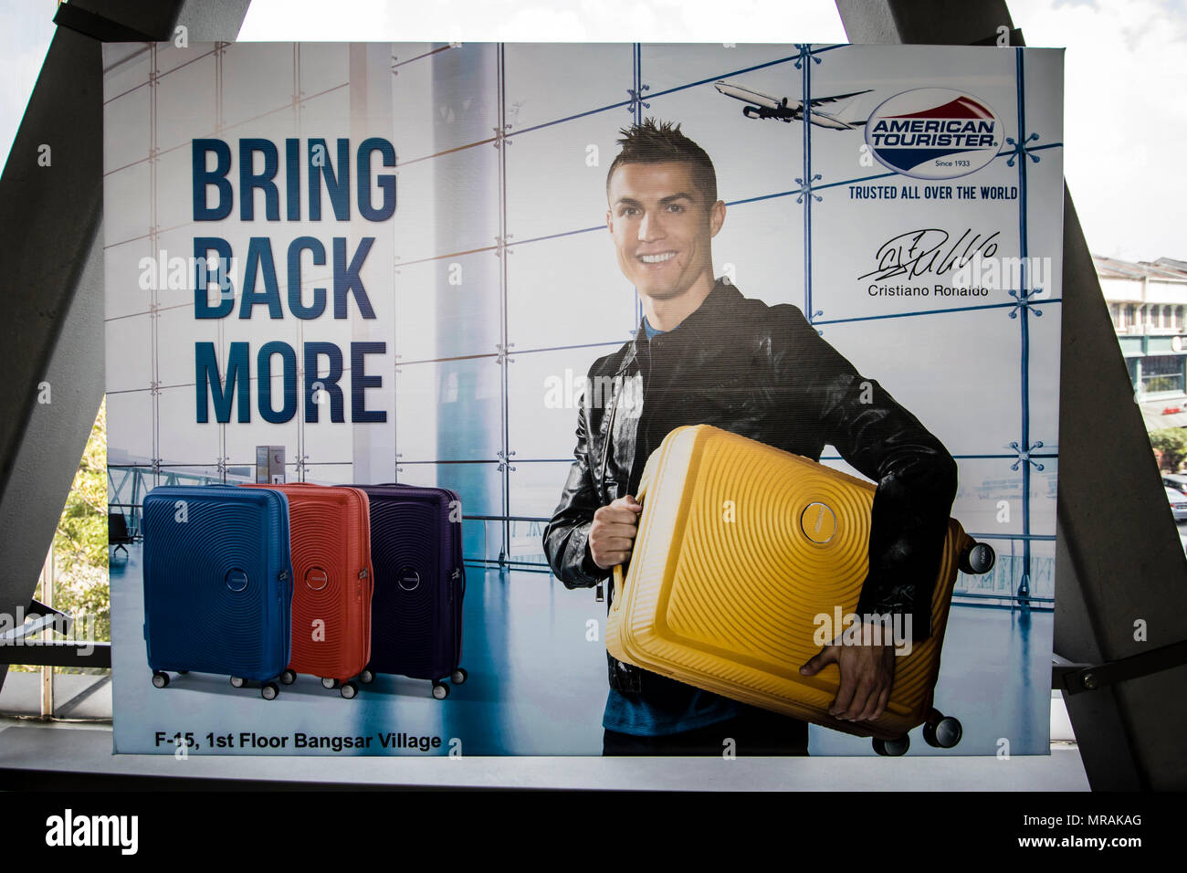 dd25960159 Kuala Lumpur, Malaisie. 26 mai, 2018. Le célèbre joueur de Cristiano Ronaldo  publicité pour American Tourister valise bagages ...